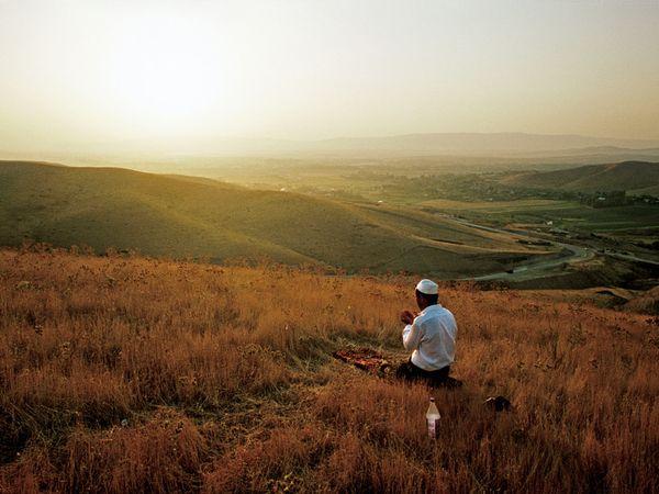 pray-islam-kyrgyzstan_12346_600x450